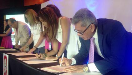 Firma de la Declaración por la seguridad vial en nuestros niños y BBs